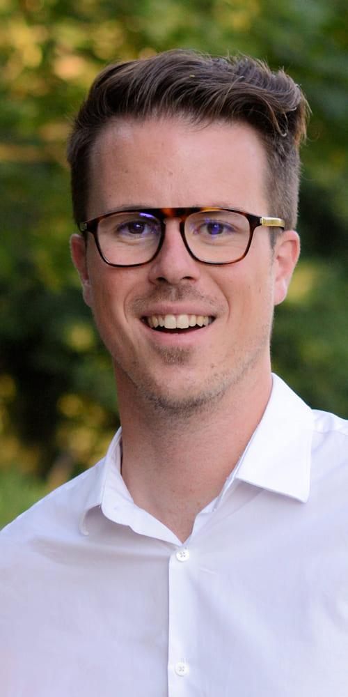 Portrait d'Adrien Brousset fondateur de l'entreprise Octee - marketing digital