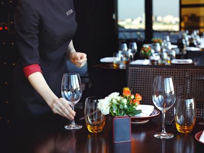 Dressage d'une table de restaurant